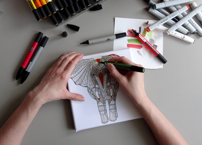 Tangle Rahmen bemalen mit Marker und Fineliner